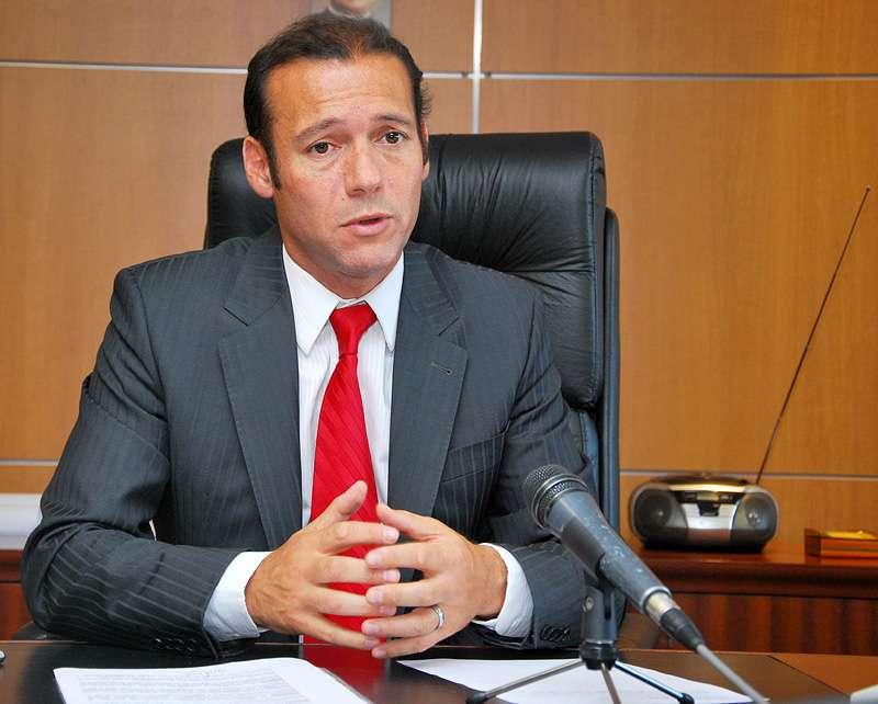 Guti rrez present la nueva ley de ministerios neuqu n for Ley de ministerios
