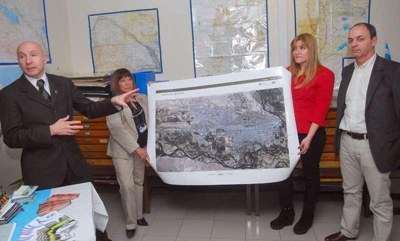 Inauguraron oficina del instituto geogr fico nacional for Oficina de catastro