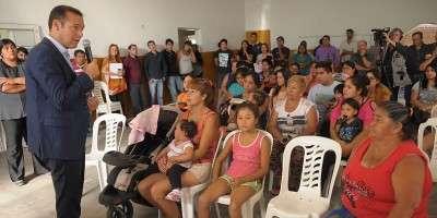Gutiérrez toma contacto con vecinos de barrios capitalinos