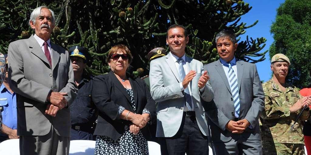Gobernador Omar Gutiérrez en el acto por un nuevo aniversario de San Martín de los Andes
