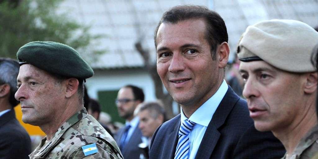 Omar Gutiérrez en el acto de asunción de las nuevas autoridades del Ejército Argentino.