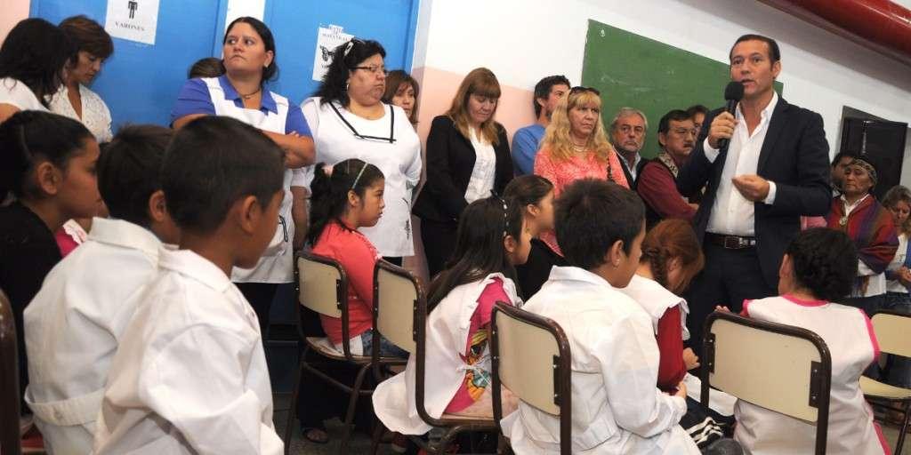 Comunidad educativa del establecimiento del barrio San Lorenzo