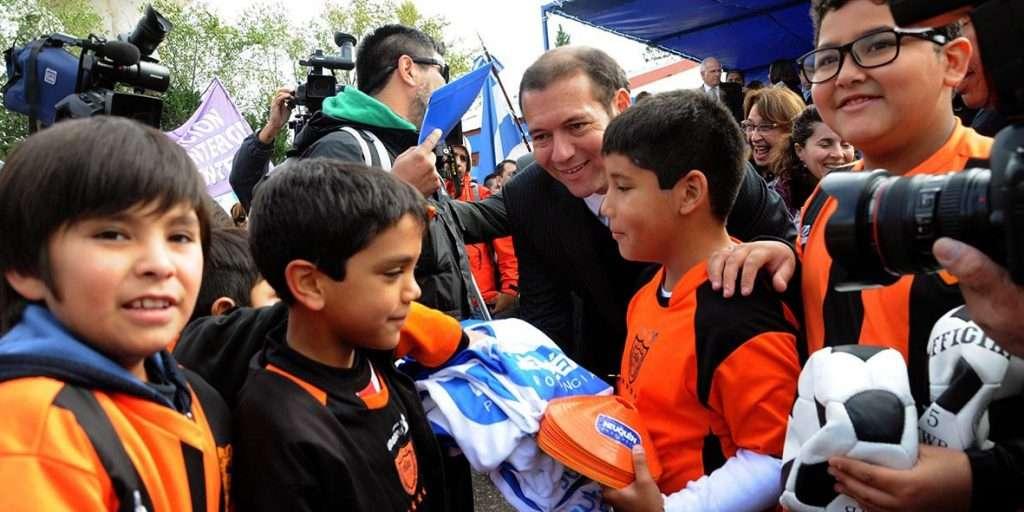 El gobernador Gutiérrez presidió los festejos por el 50º aniversario de Plaza Huincul.