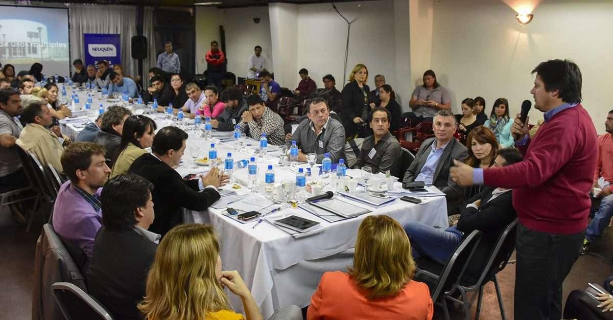 Gaido presidió un encuentro con vecinalistas y  por la desconcentración administrativa