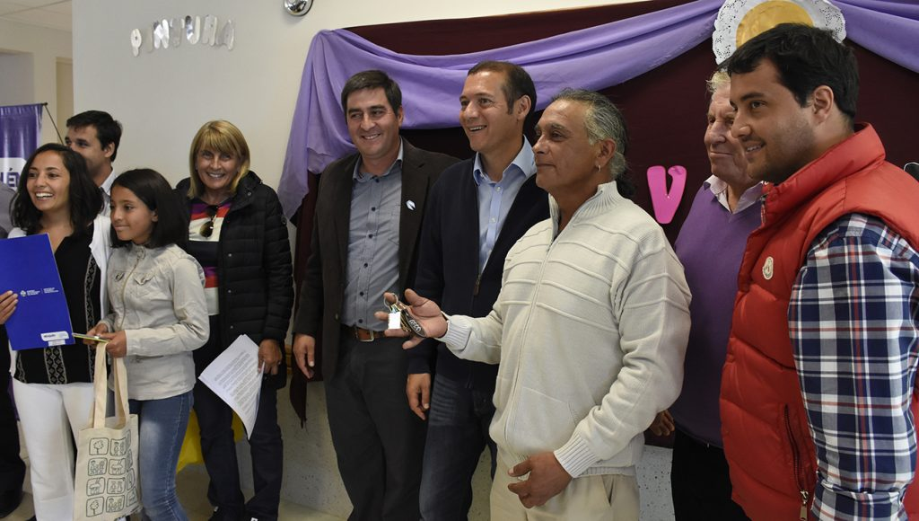 Gutiérrez anunció la construcción de otras 12 unidades habitacionales en 2017 y otorgó aportes para la ejecución de diversas obras.