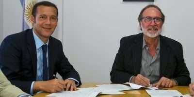Gutiérrez firmó el contrato para realizar una importante obra cloacal en Neuquén capital