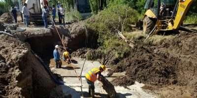 EPAS trabajó en la reparación de un colector cloacal en Centenario