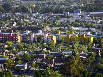 El IPVU restauró los frentes de monoblocks en distintos barrios de la ciudad