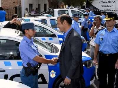 Gutiérrez entregó nuevos móviles policiales en Cutral Co