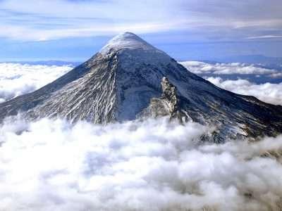 Declaran el alerta amarilla para el volcán Lanín