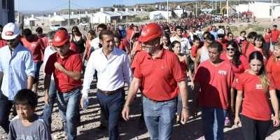 Gutiérrez recorrió obras de viviendas en el sector Z1 de Neuquén capital