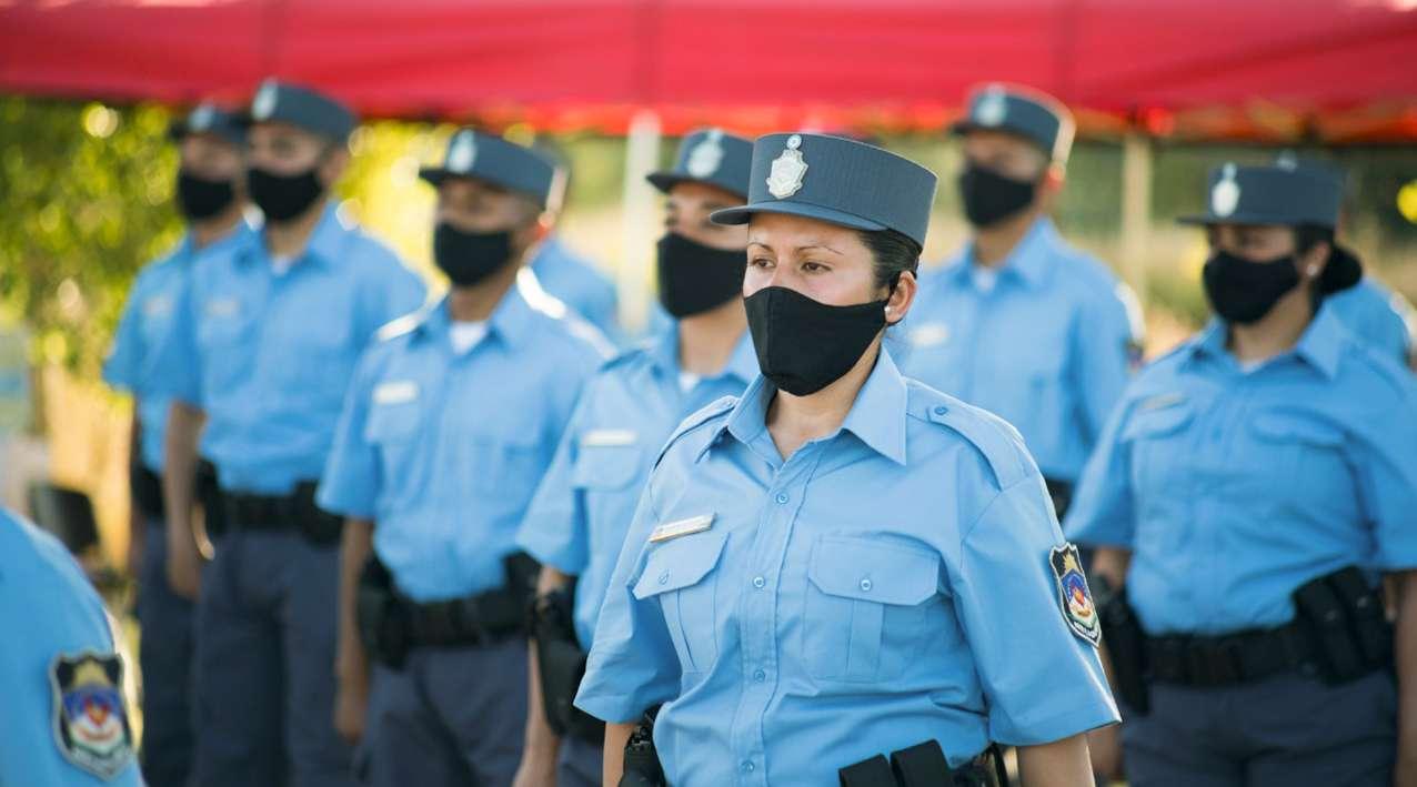 web-Egresaron-181-efectivos-policiales-4